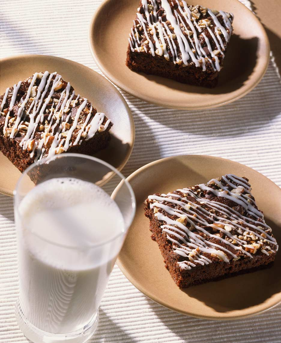 brownies-and-glass-of-milk.jpg